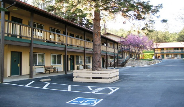 Yosemite Westgate Lodge - Located just minutes from Yosemite